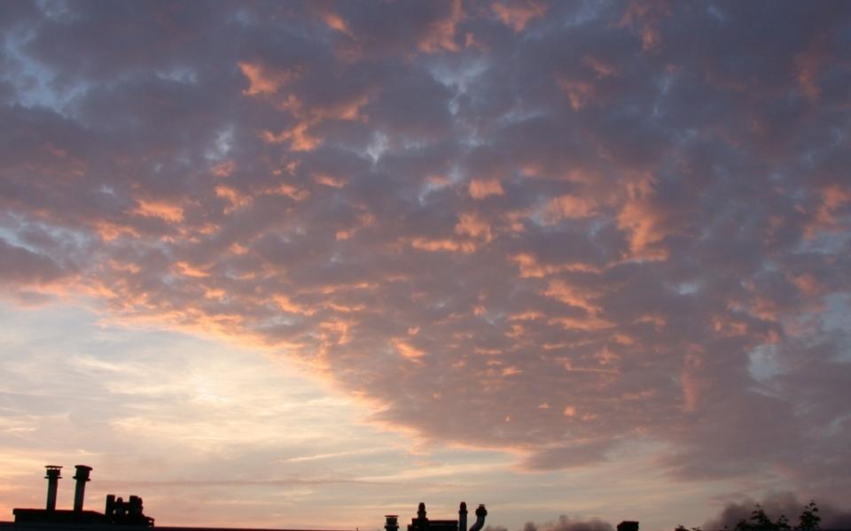 Ondergaande-zon-belicht-wolkendek-960x600_c