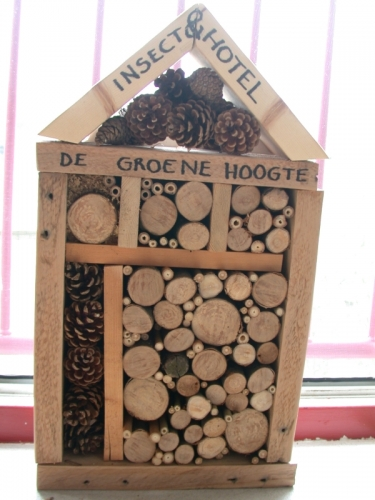 insecthotel_gevuld-375x500_c