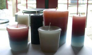 Zelf gegoten kaarsen in allerlei soorten formaten